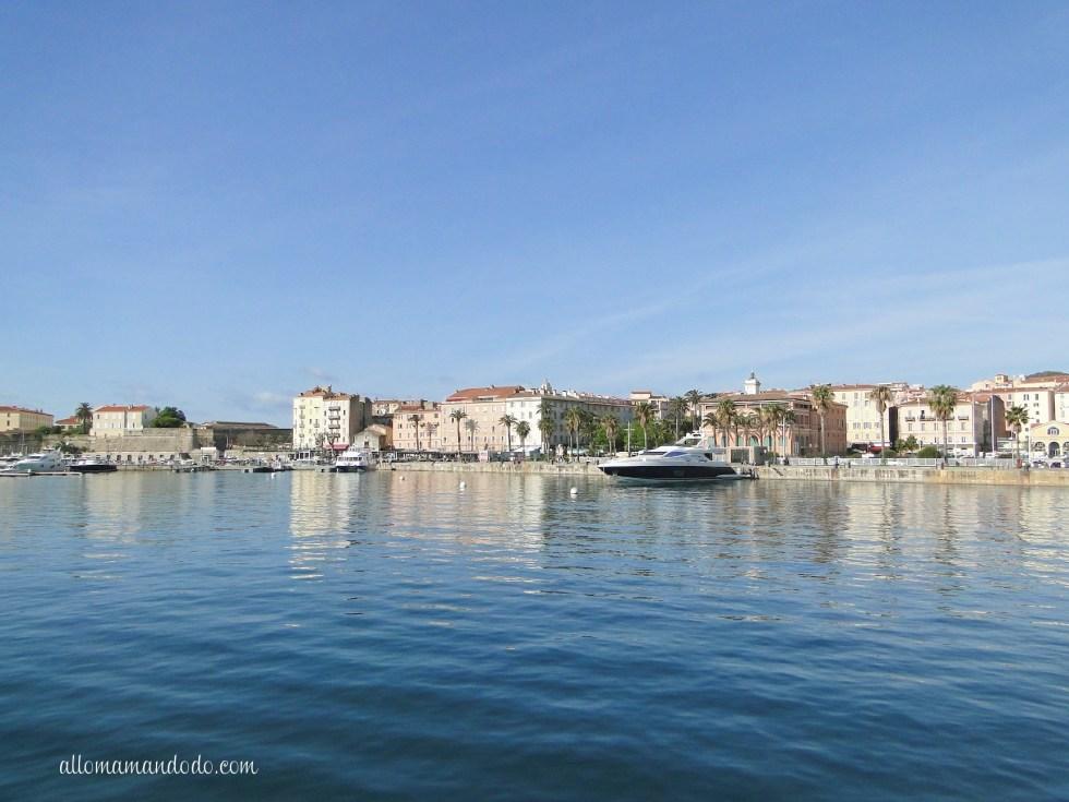 Puis, arrivée au port d'Ajaccio...