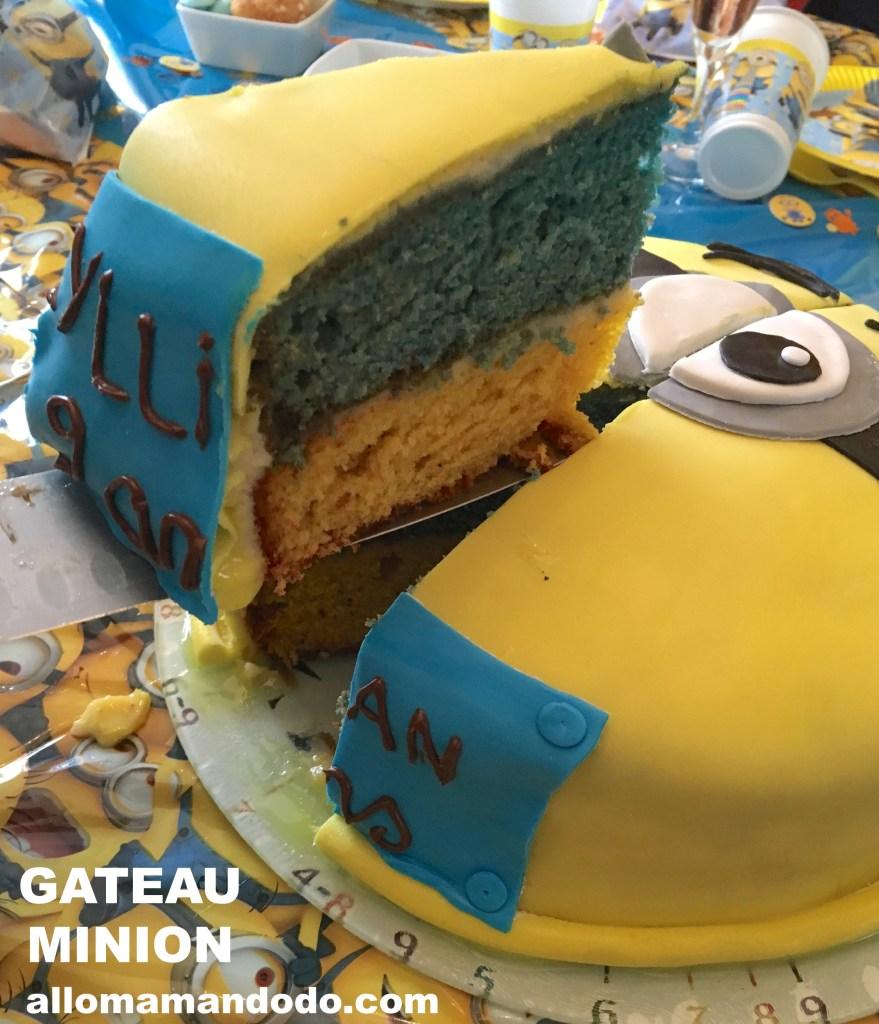 gateau minion jaune bleu pate a sucre