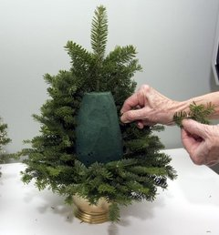 This living DIY tree will fit where ever you need it to since you decide its size (via)