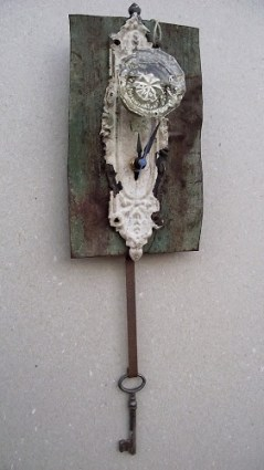 Door Knob Pendelum Clock via https://www.etsy.com/shop/halfpastclocks