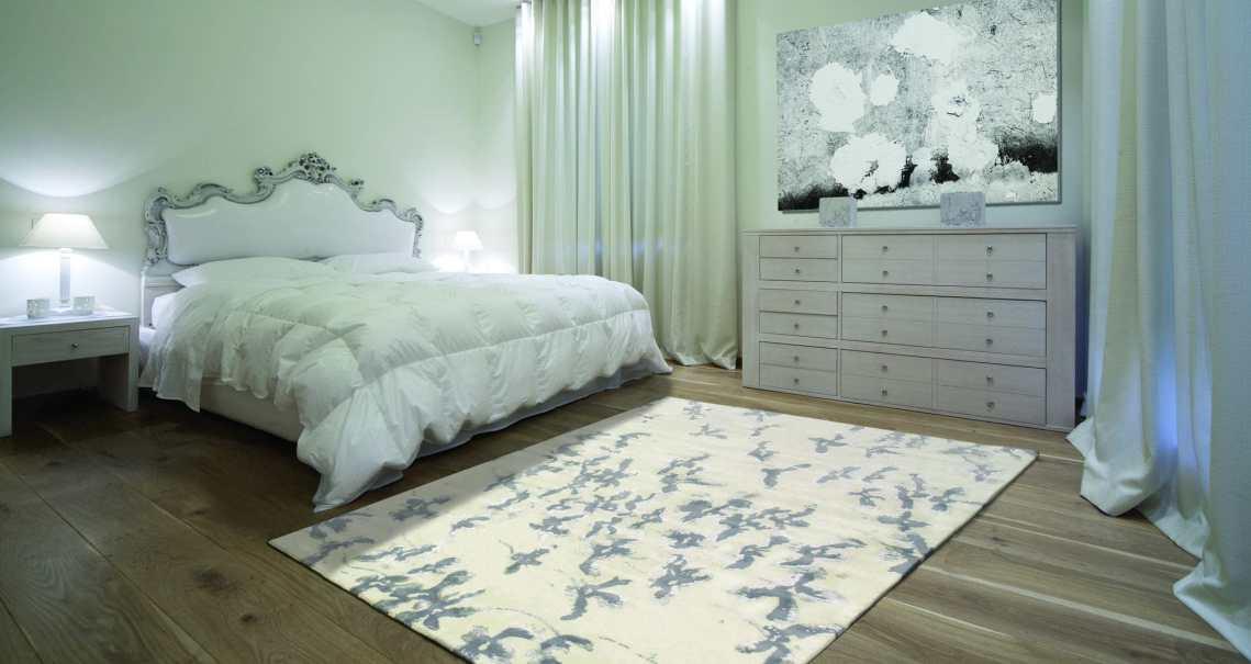 Tapis de chambre Blossom blanc et gris par Angelo