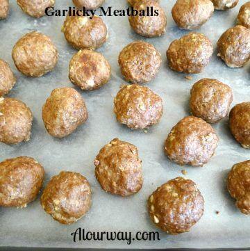 Baked garlicky meatballs @ Allourway.com