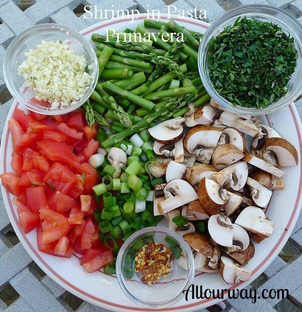 shrimp, pasta, primavera, asparagus, tomato, mushrooms, onions, white wine, basil, oregano, parsley, thyme , gameretti