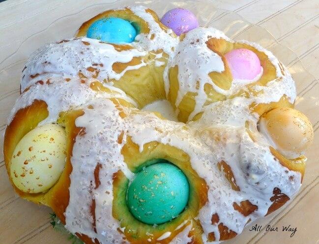 Italian Easter Bread With Colored Eggs {Corona di Pan Per Pasqua}@allourway.com