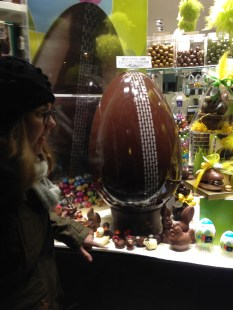Excitement at an 8kg Easter Egg!