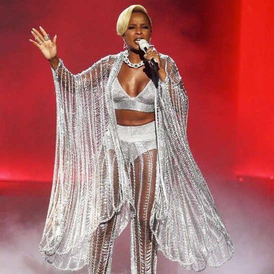 Mary-J-Blige-With-Achievement-For-Life-At-This-2019%E2%80%99s-BET-Awards-1.jpg