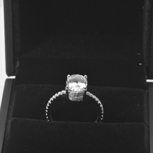 anillo de oro blanco de zafiro 18k