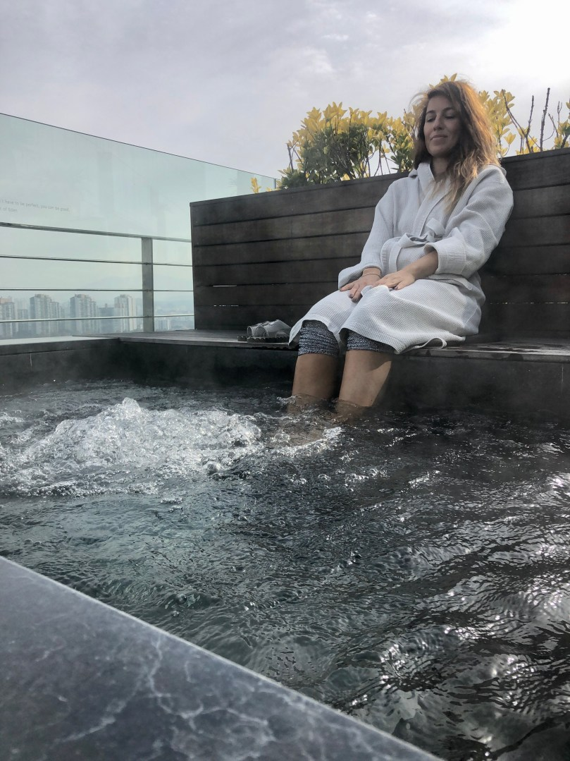 foot spa with bubbles on deck at Vista Walkerhill