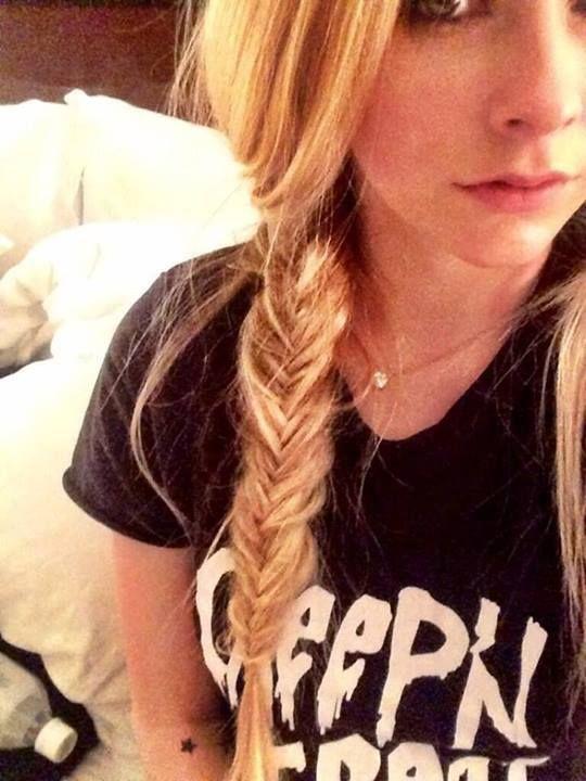 Avril Lavigne sexy