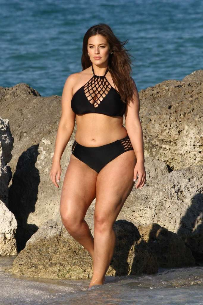 hot celebs in bikinis