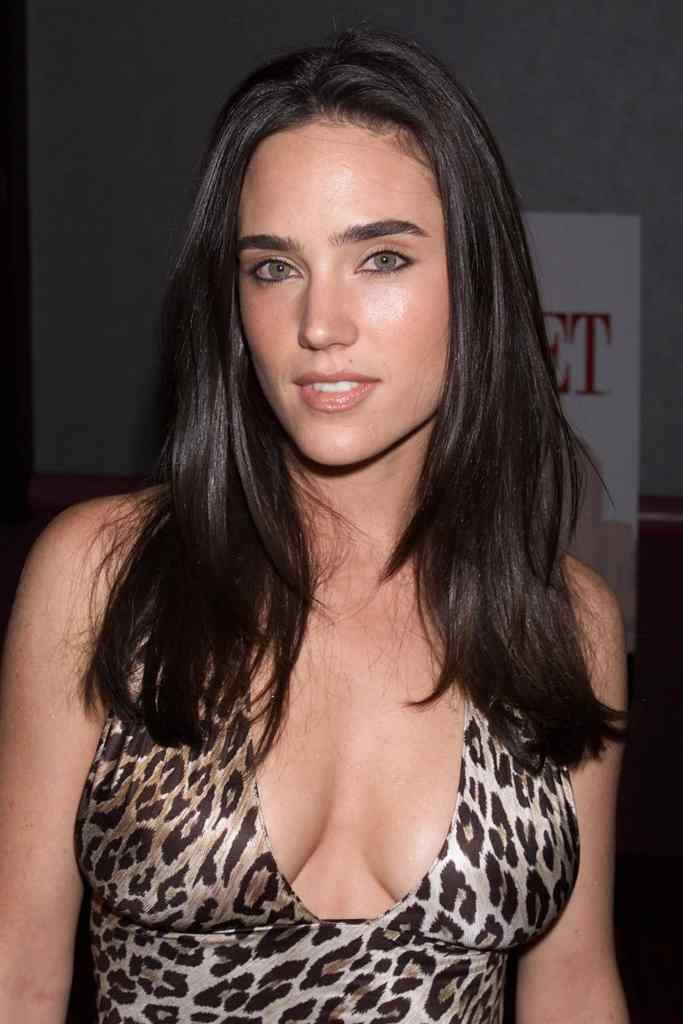 Jennifer Connelly Sexy & See-Through Photos