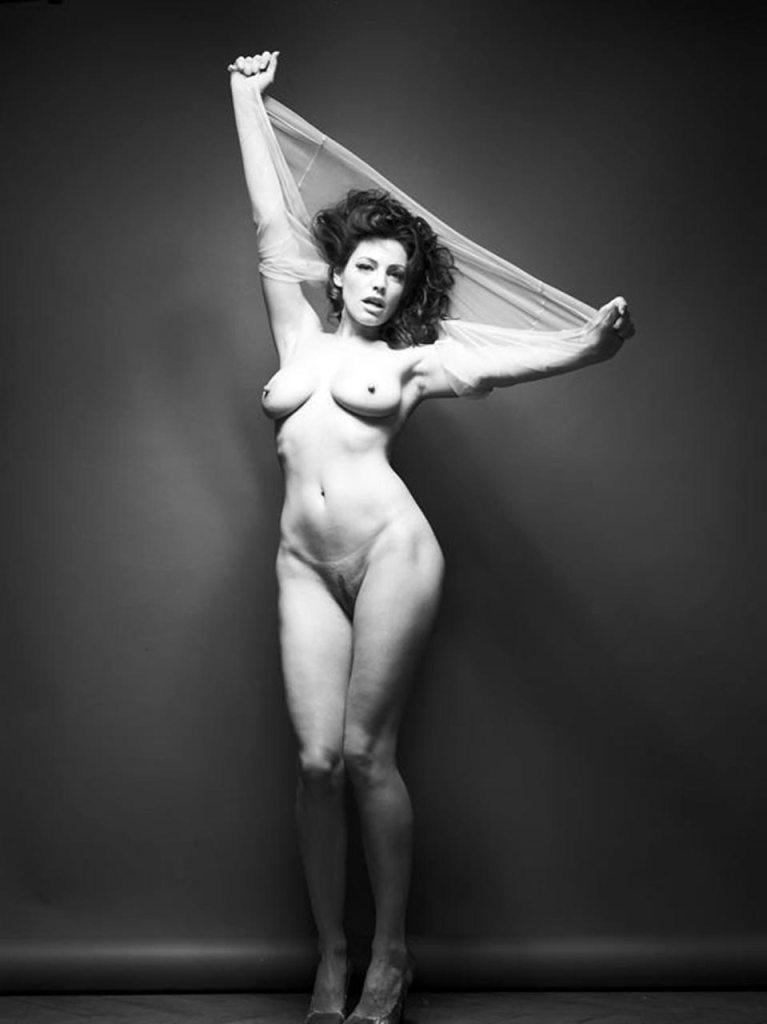 Kelly Brook Nude Sexy Pics