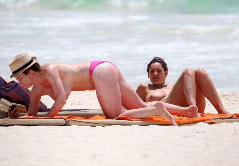 Kelly Brook Topless Photos