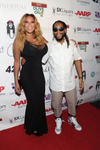 Nicole Smith and Lil Jon in an award ceremony
