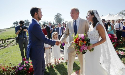 The outdoor wedding of Kevin Costner's daughter