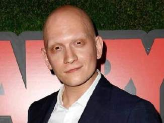 Picture of an actor Anthony Carrigan