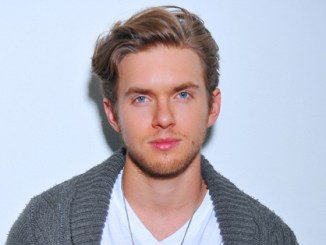 Chris Brochu Bio, Wiki, Age, Married, Net Worth & Engaged