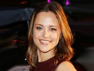 Zoe Tapper Bio, Wiki, Net Worth, Age, Husband & Married