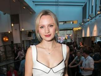 Picture of an actress Emily Berrington