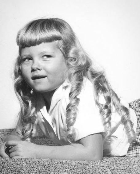 Childhood photo of Barbara Niven.