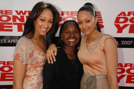 Darlene Mowry with her twin daughters, Tia, and Tamera Mowry.