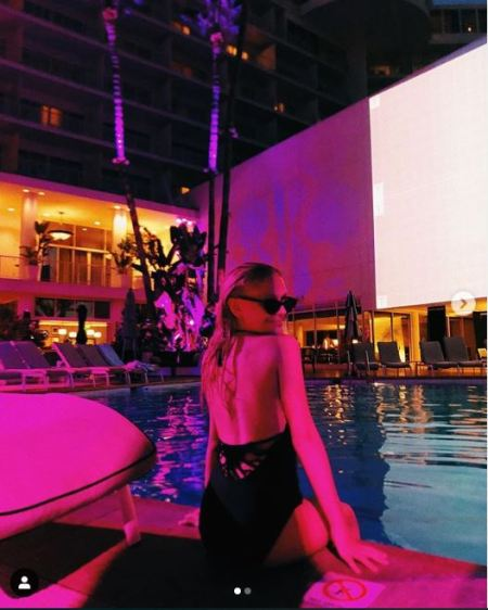Alyvia Alyn Lind enjoying her vacation in The Beverly Hilton.
