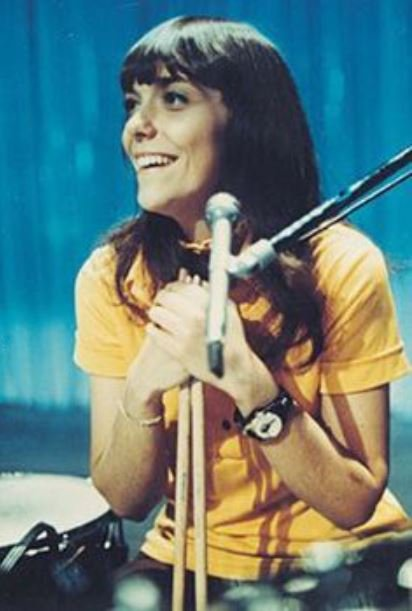 Photo of Karen Carpenter.