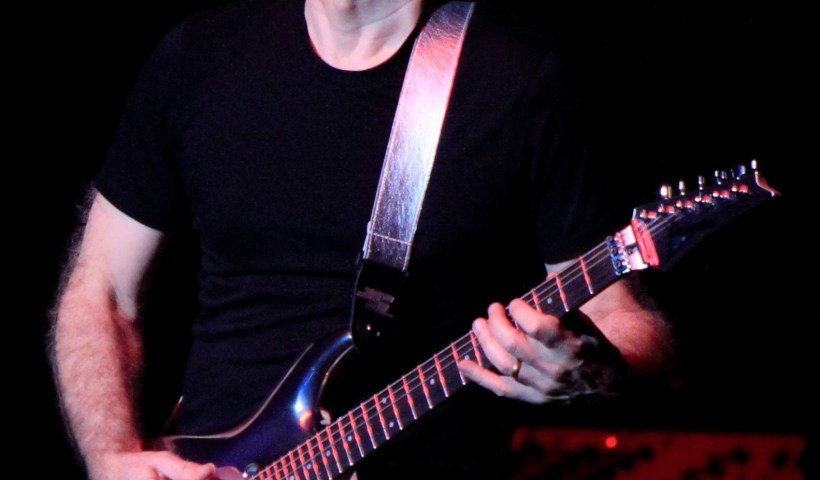 """Joe Satriani is """"Pretty Sure"""" Chickenfoot Will Reunite For September Concert"""