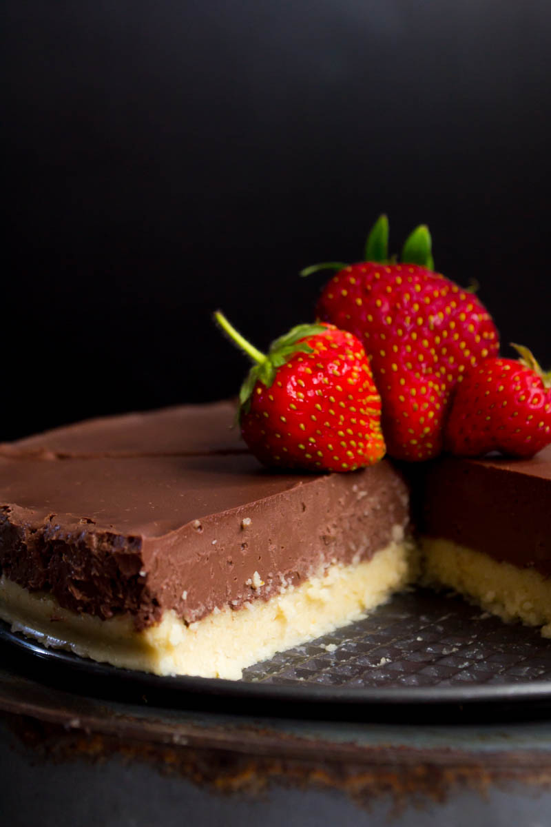 low-carb and vegan no-bake chocolate pie sliced open with 3 fresh strawberries on top