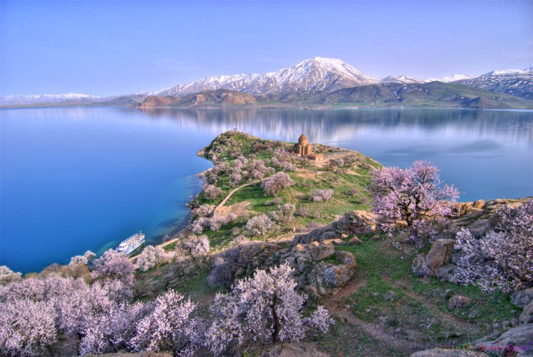 amazing-places-to-visit-in-turkey-lake-van