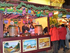 An outdoor kiosk decorated for Christmas is selling gluwein
