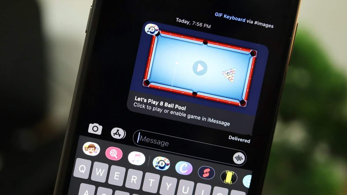 Play 8 ball pool iMessage
