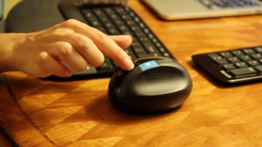 The Sculpt mouse has a designated Windows 8 button, for quick access to the OS's start menu.
