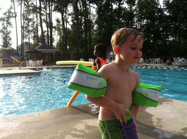 little-boy-swimming