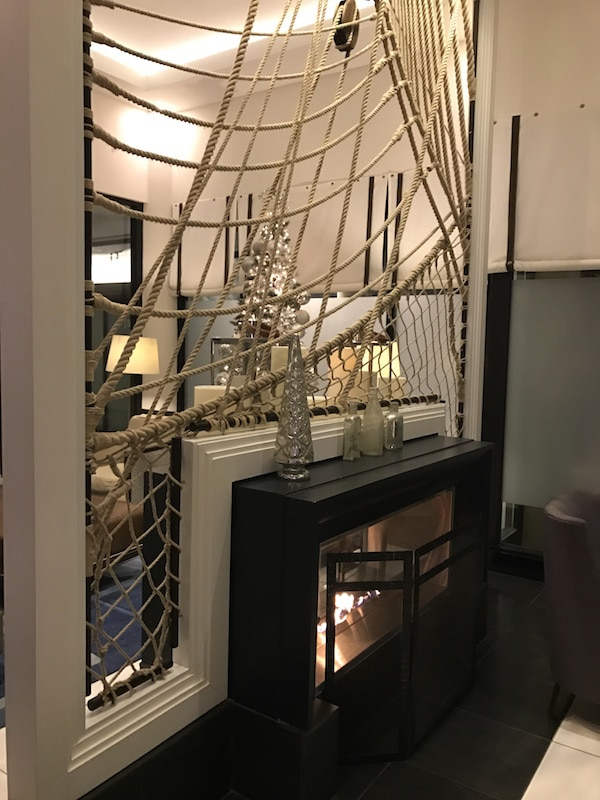 Lobby fireplace - Loews Annapolis