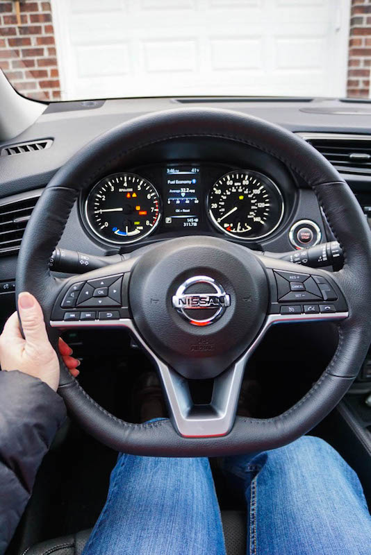 nissan-rogue-hybrid-steering-wheel