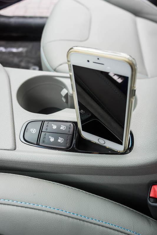 Kia Niro phone compartment