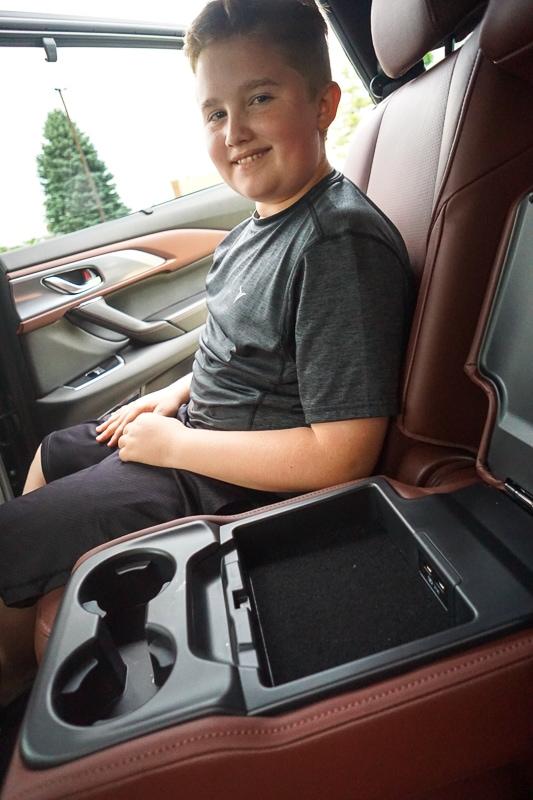 Mazda CX-9 rear console