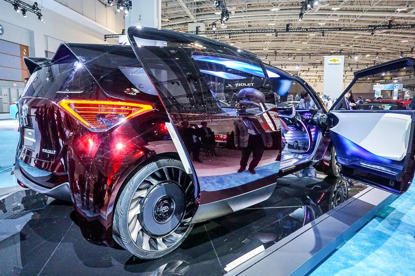 Auto Shows-Toyota FCR