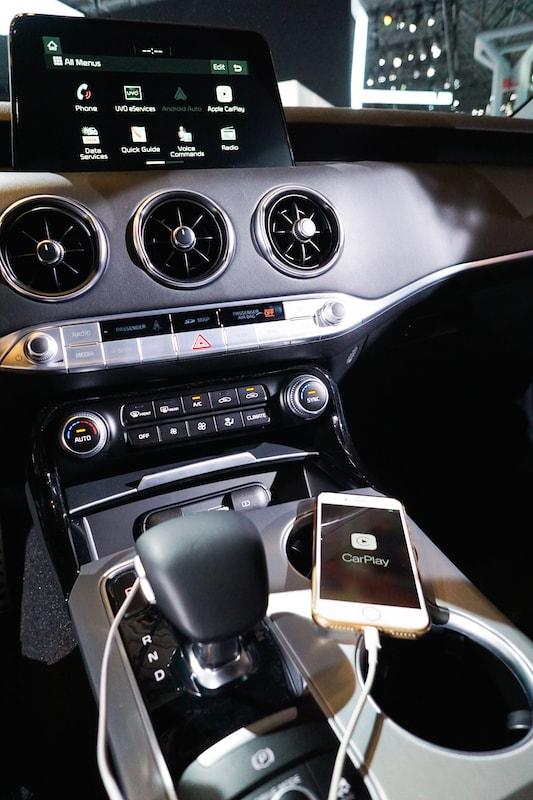 harman kardon and Apple CarPlay in the Kia Stinger