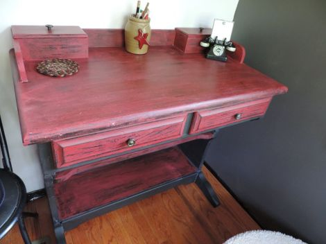 Lucy red and black desk