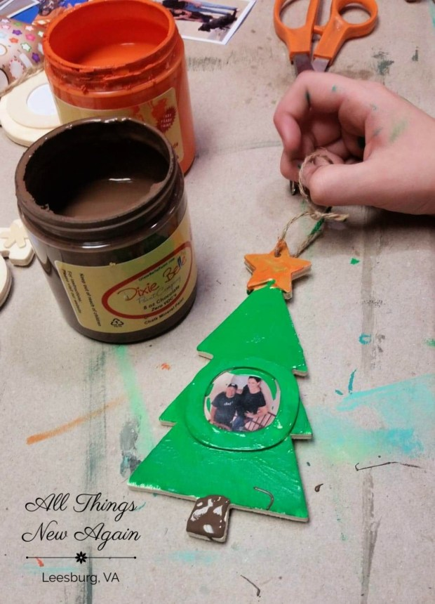 Dixie Belle Paint | Christmas Crafts | Photo Ornaments | Crafting with Kids