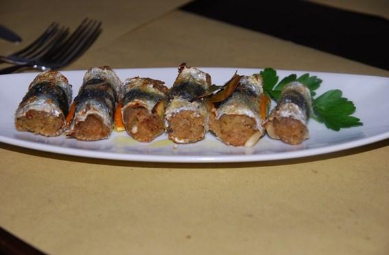 SARDE A BECCAFICO (Sardines stuffed with currants, pine nuts, sugar and nutmeg)