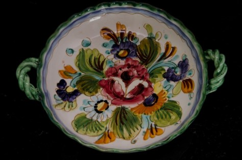 Circular floral bowl with handles