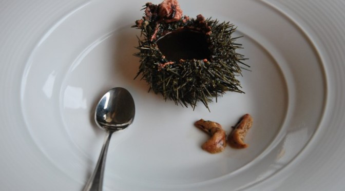 SEA URCHINS – how to clean and eat them (RICCI DI MARE)