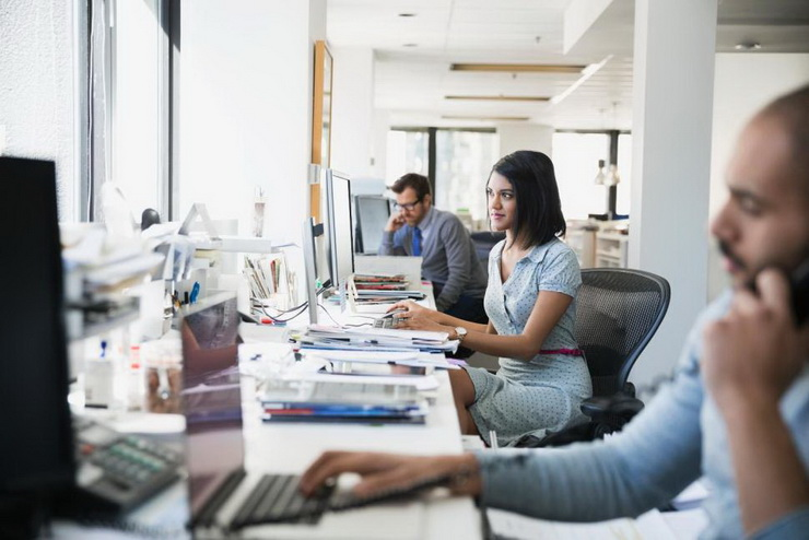 How To Get Rid Of Workplace Loneliness