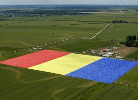 Most Weird World Records : biggestflag