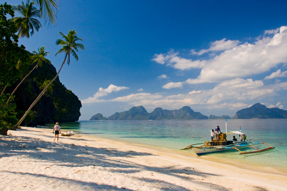 April 2005, Palawan Island, Philippines --- El Nido, Palawan Island, Philippines --- Image by  Michele Falzone/JAI/Corbis