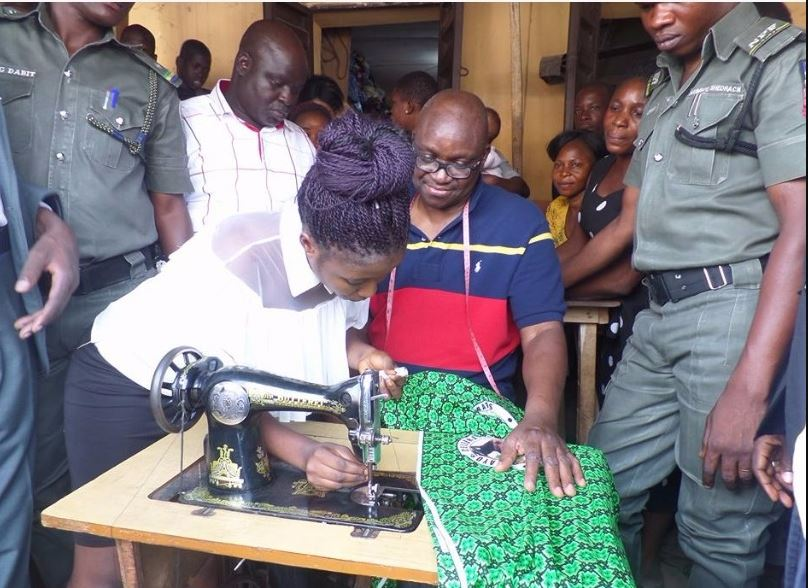 Fayose-Turns-Tailor4
