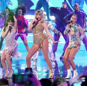 Taylor swift performs at AMA